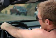 dirigir sem camisa