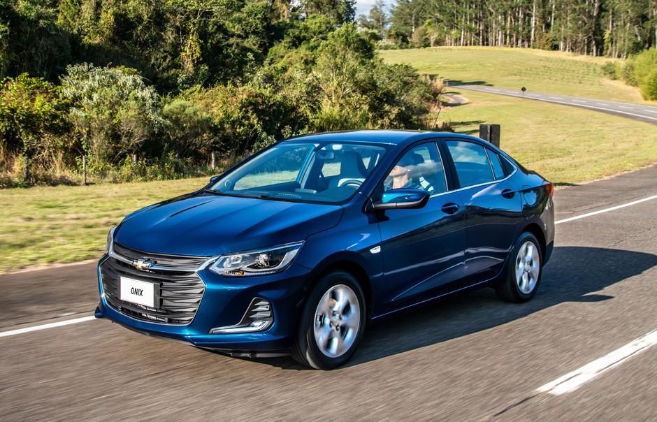 Carro Chevrolet Onix Plus para ilustrar o texto Descubra os 10 carros mais econômicos do Brasil em 2020