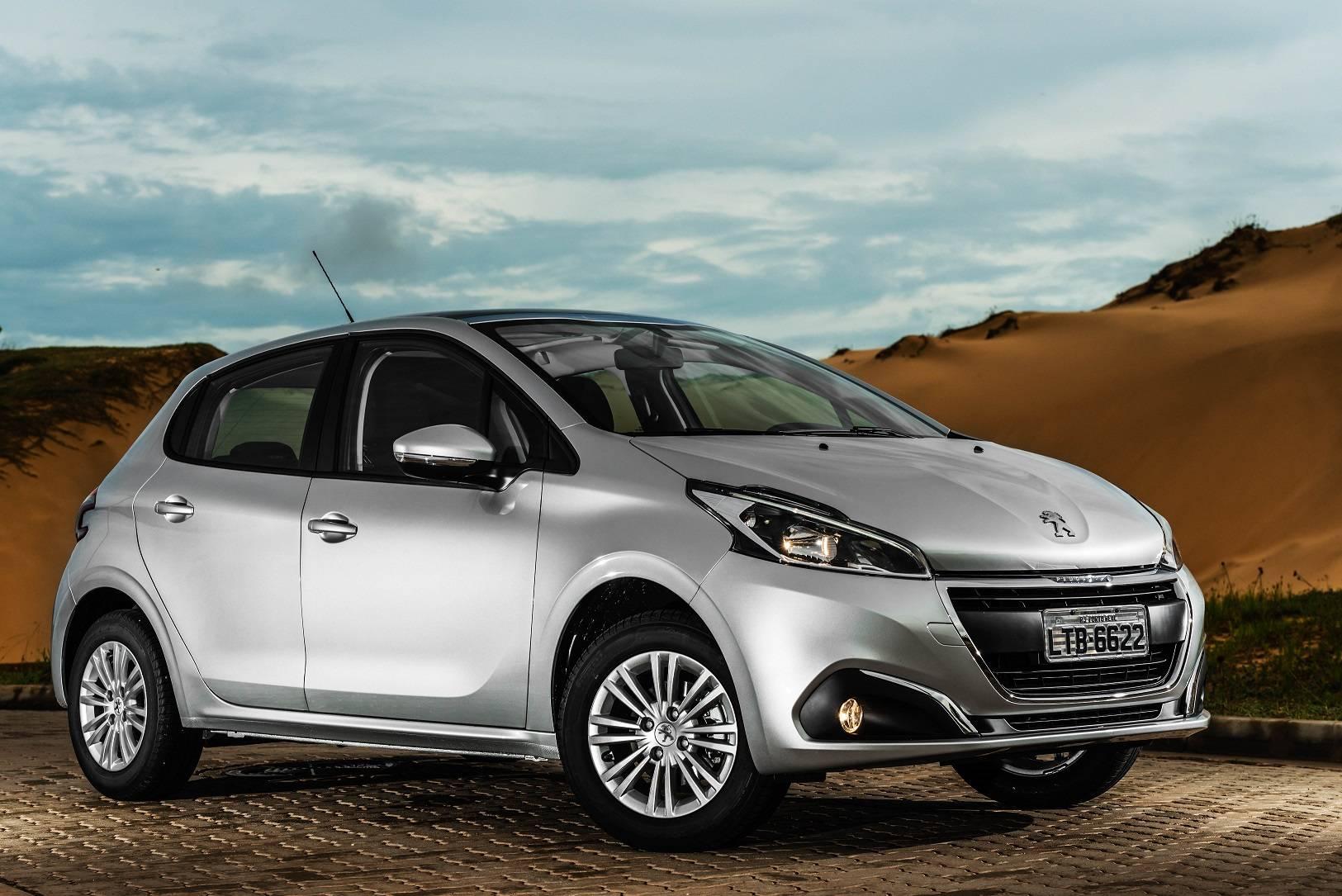Carro Peugeot 208 ilustrando o texto Descubra os 10 carros mais econômicos do Brasil em 2020