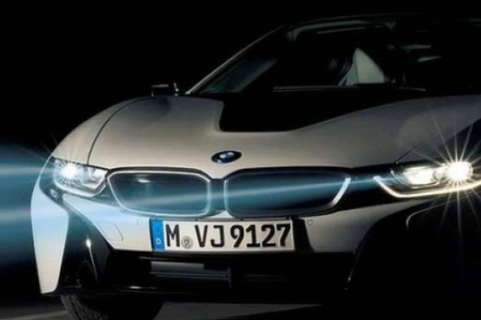 Foto de uma carro com farol de led. Imagem para ilustrar o texto sobre tipos de faróis